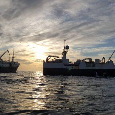 Prowess & Røstnesvåg side by side in the Barents Sea